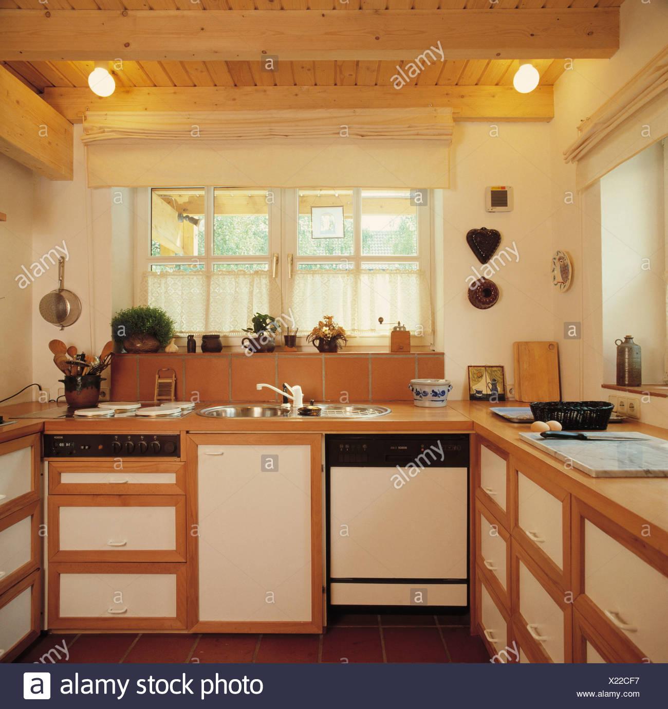Beleuchtung Auf Holzdecke In Kleine Kuche Mit Spule Und