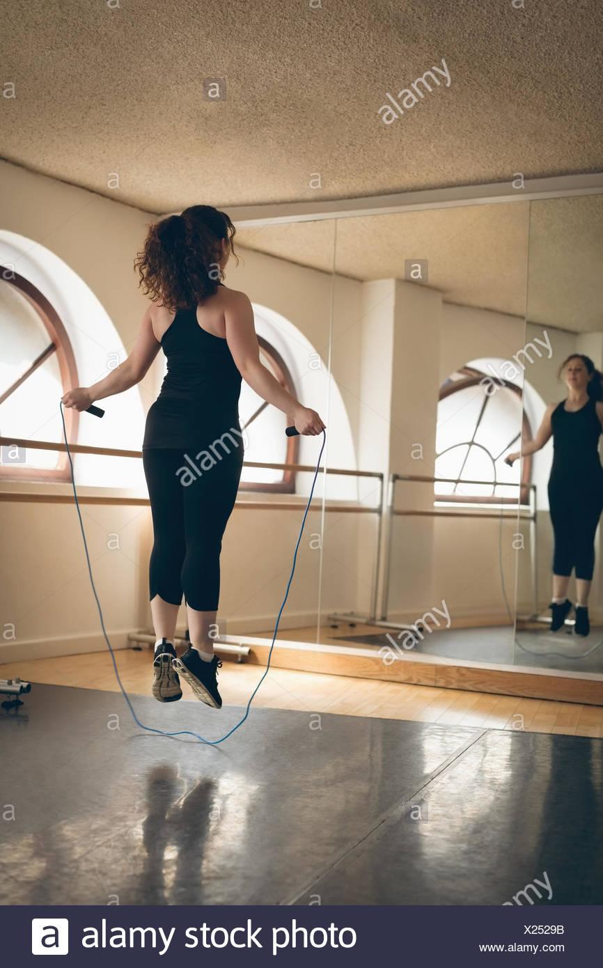 Irische Tänzer Füße springen mit Springseil Stockbild