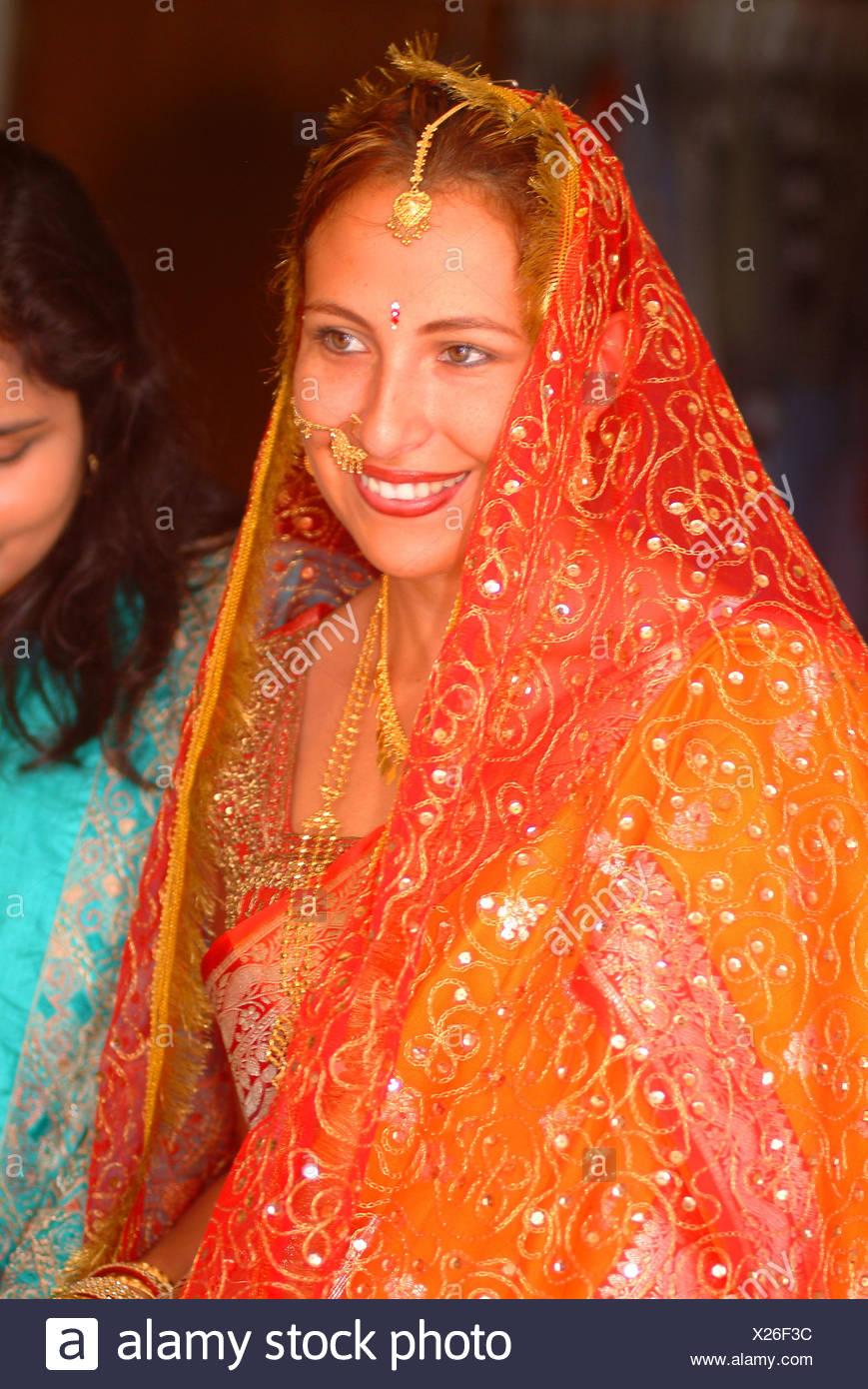 Niedlich Braut Bräutigam Kleid Indian Zeitgenössisch - Brautkleider ...