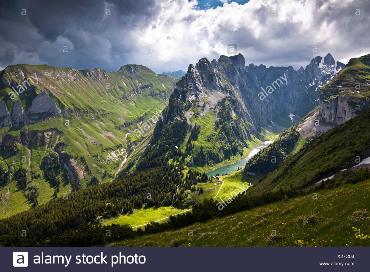 Wetter-Stimmung, Lichtstimmung am Faelensee See zwischen Mt. Hundsteingrat und Mt. Roslen-Saxer First im Alpsteingebirge Berg Stockbild