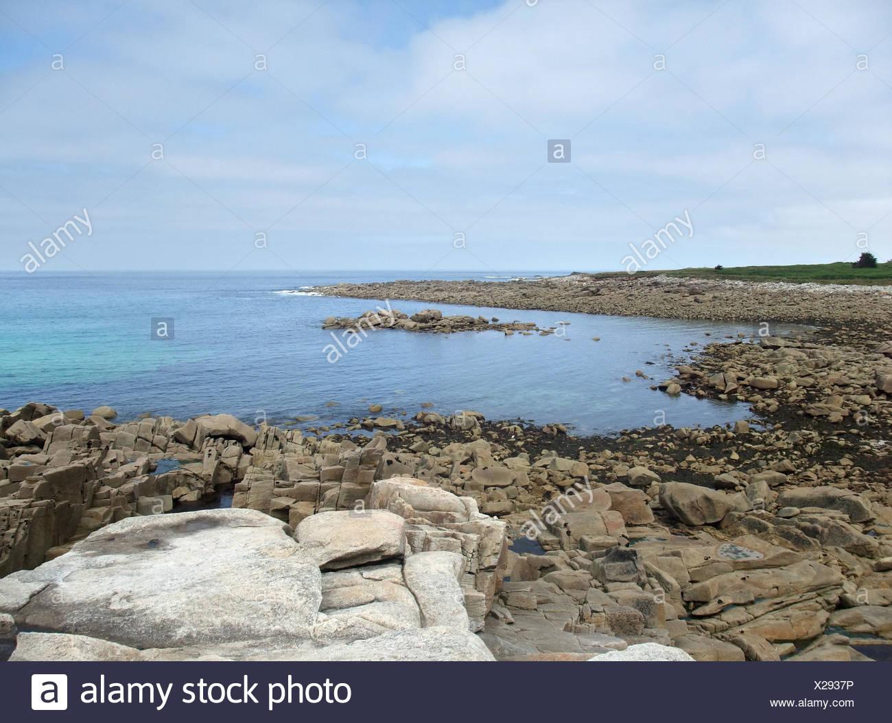 felsige Küstenlandschaft in der Nähe von den sieben Inseln in der Bretagne, Frankreich Stockbild