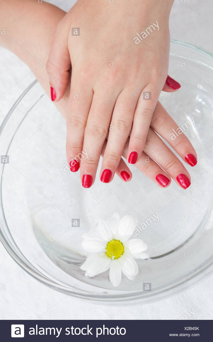 Painted Finger Nails Stockfotos & Painted Finger Nails Bilder - Alamy