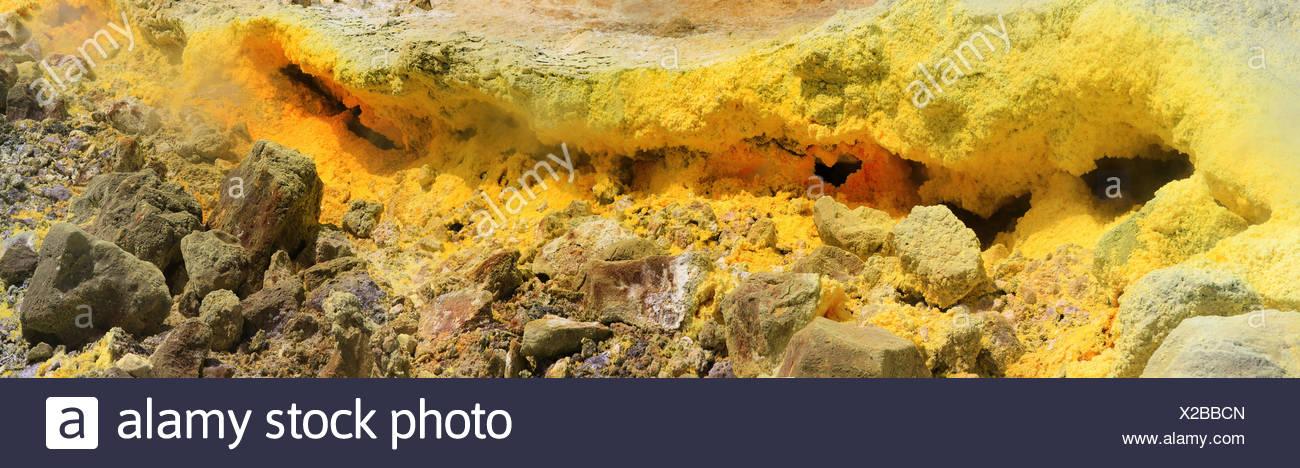 Fumarole mit giftigen Abgasen, Liparic Inseln, Vulcano, Sizilien, Italien Stockbild
