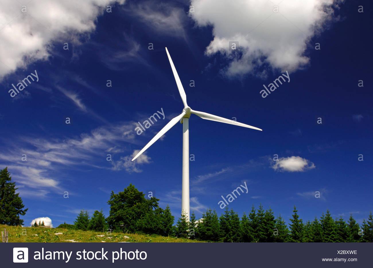 Windräder auf dem Mont Crosin Wind Power Station, St. Imier, Jura, Schweiz, Europa Stockbild