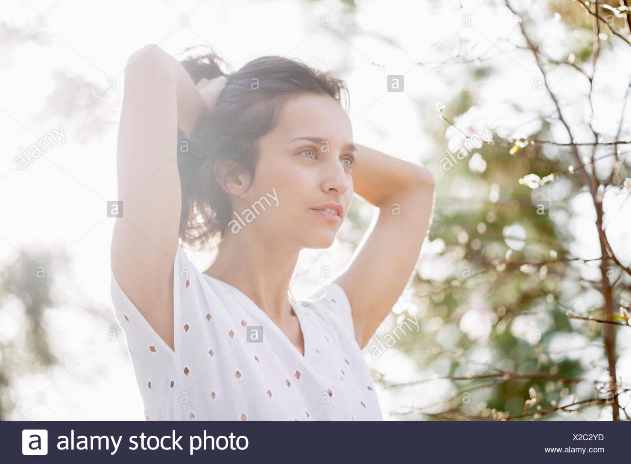 Schöne Frau posiert Stockbild