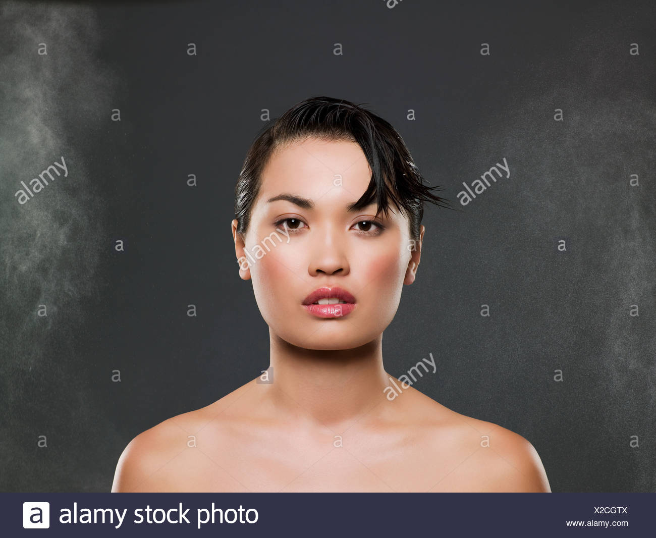 Kopf und Schultern eine junge Chinesin Stockbild