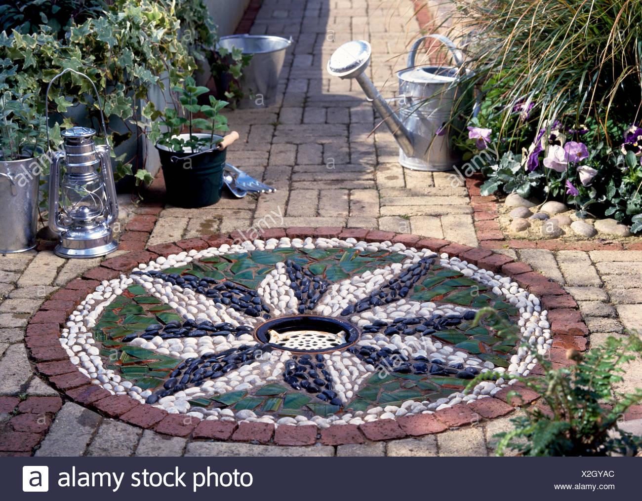 Großartig Mosaik Garten Beste Wahl Diy Wasserspiel Im Garten: Kanten Um Kleine