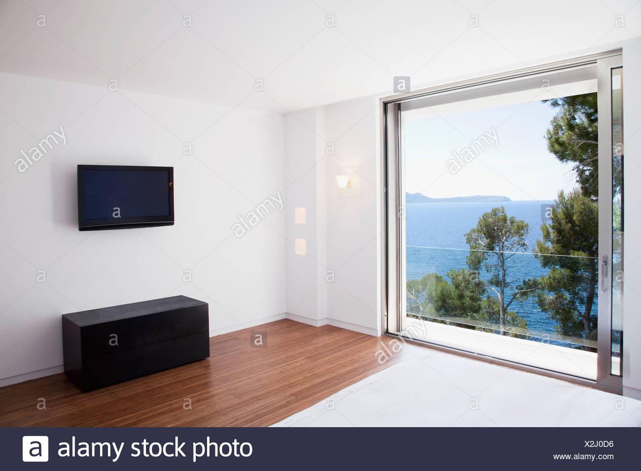 Schiebetüren in modernen Schlafzimmer Stockfoto, Bild ...