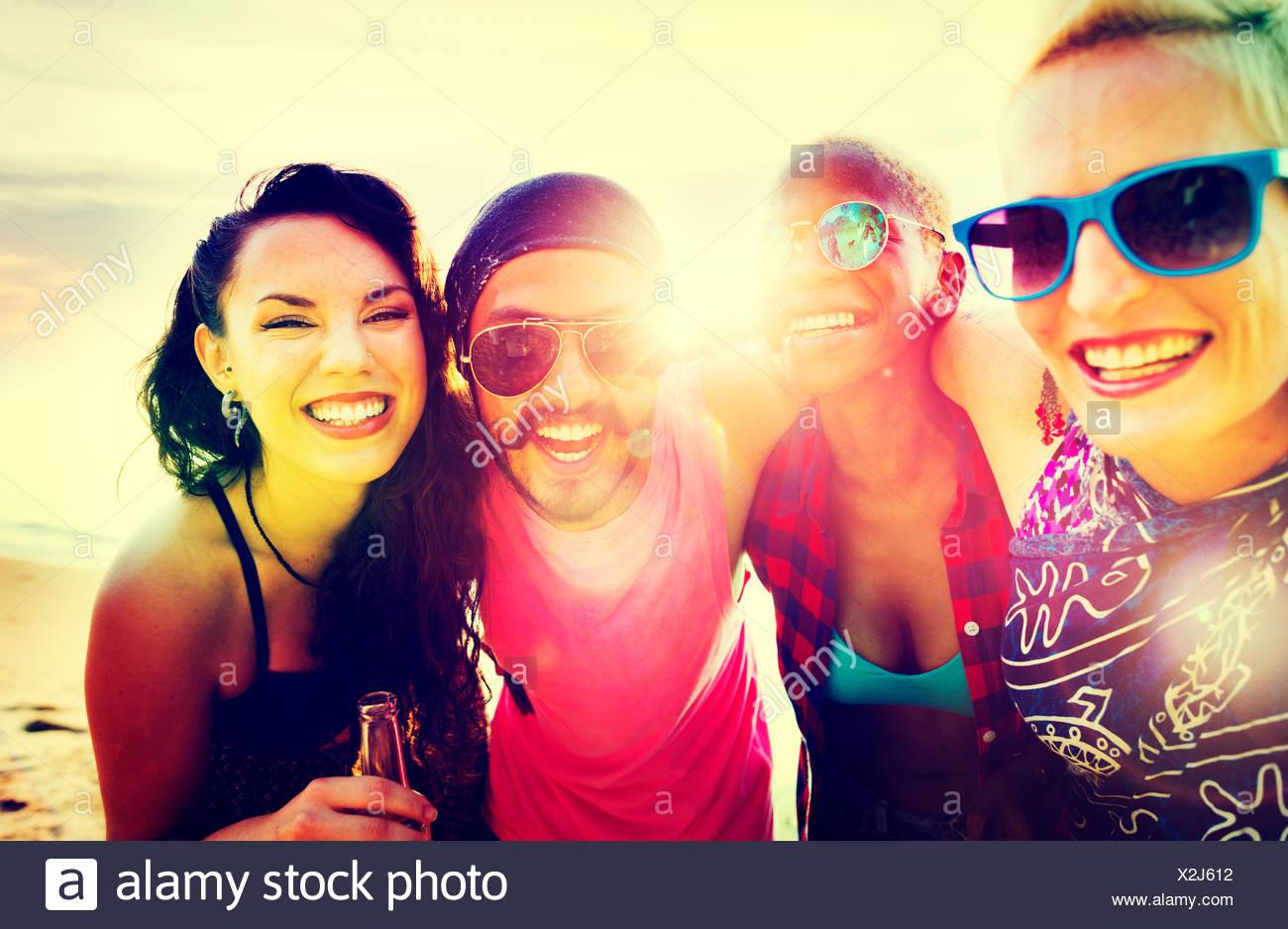 Freunde Freundschaft Urlaub miteinander Spaß Konzept Stockbild