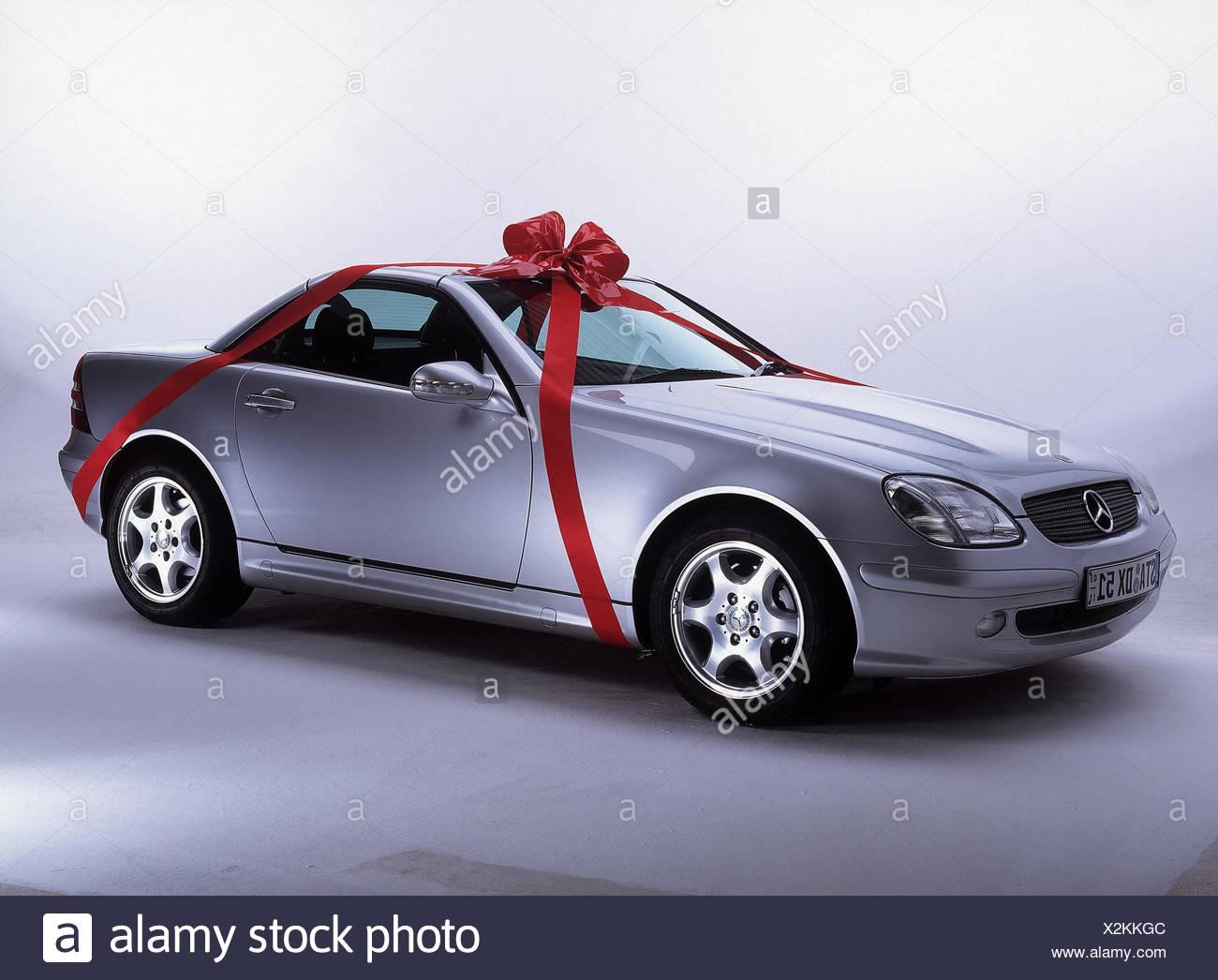 auto mercedes slk cabrio silber schleife rot gegenwart fahrzeug pkw f rderung autotype. Black Bedroom Furniture Sets. Home Design Ideas