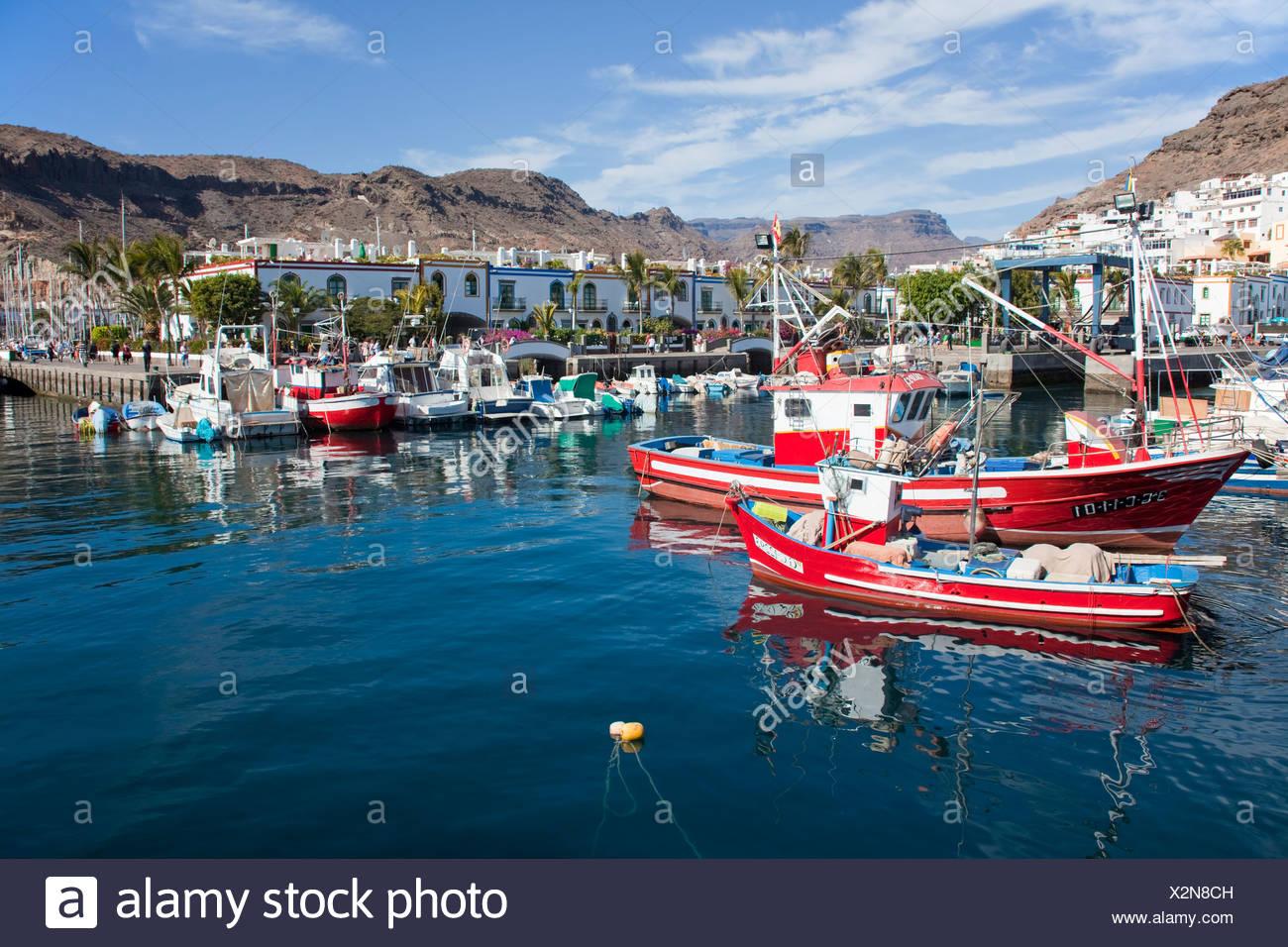 Angelboote/Fischerboote im Hafen von Puerto de Mogan, Gran Canaria, Kanarische Inseln, Spanien, Europa, Atlantik Stockbild