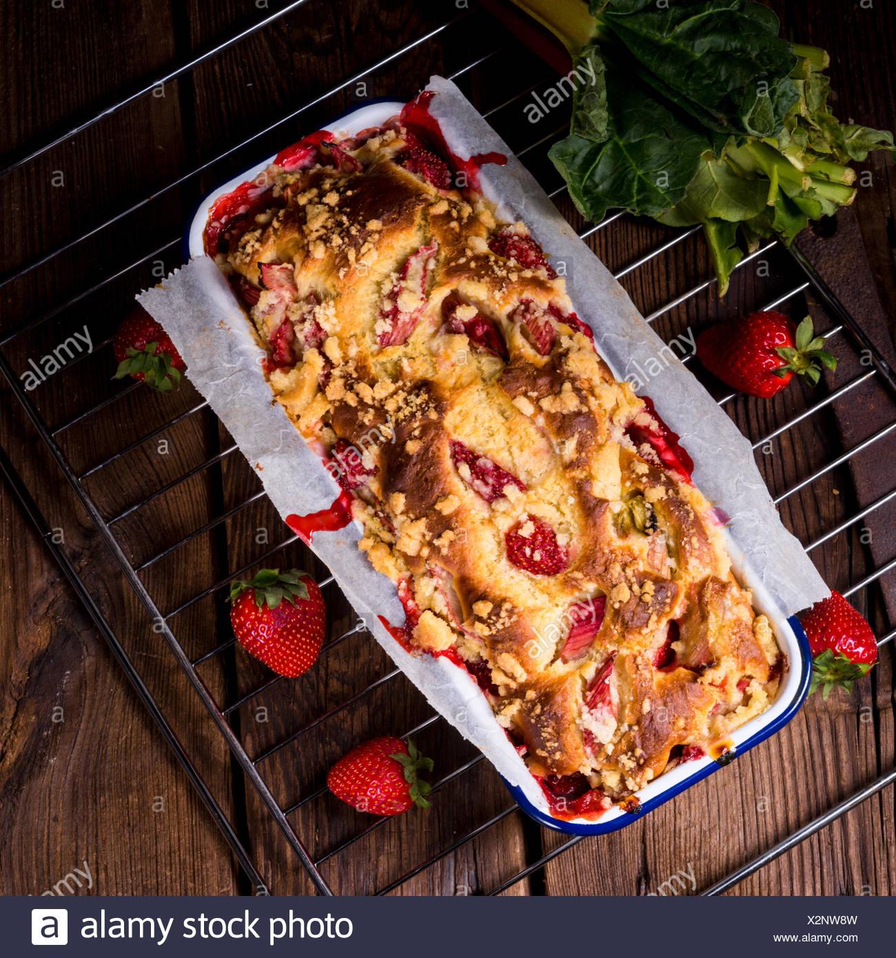 Erdbeer Rhabarber Kuchen Stockfoto Bild 277076041 Alamy