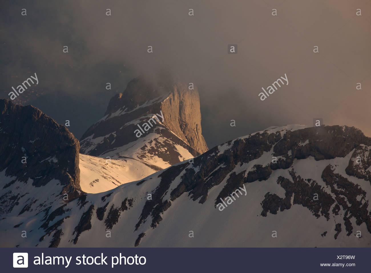 Abend in den Bergen Alpsteingebirge, Blick vom Mt. Säntis mit Mt. Altmann, Appenzellerland, Alpen, Schweiz, Europa Stockbild