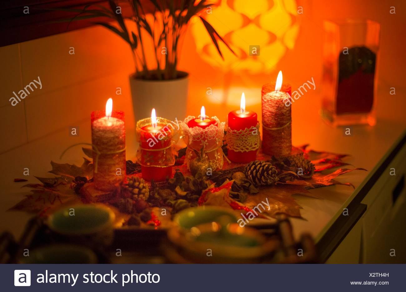 Weihnachten-Hintergründe mit Kerzen. Stockbild