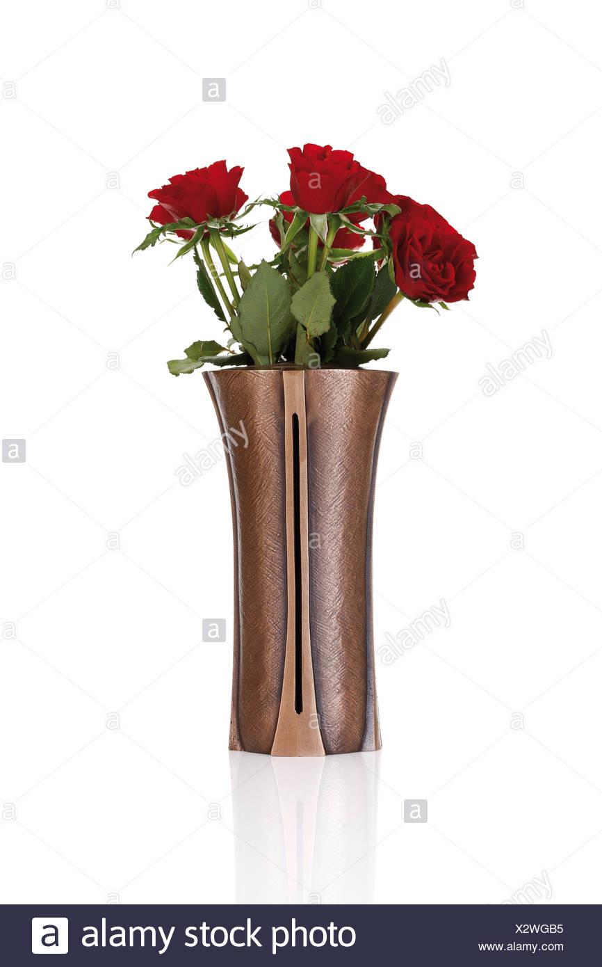 rote rosen in einer vase grab dekoration stockfoto bild 277156857 alamy. Black Bedroom Furniture Sets. Home Design Ideas