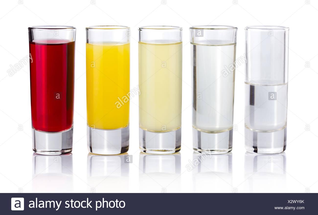 Fünf Schuss trinken Cocktails isoliert auf weiss Stockbild