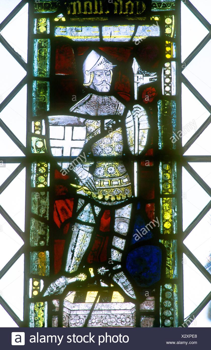 Mittelalterliche Ritter in Rüstung Buntglasfenster Burg Acre Norfolk East Anglia England UK Anfang des 15. Jahrhunderts Stockbild