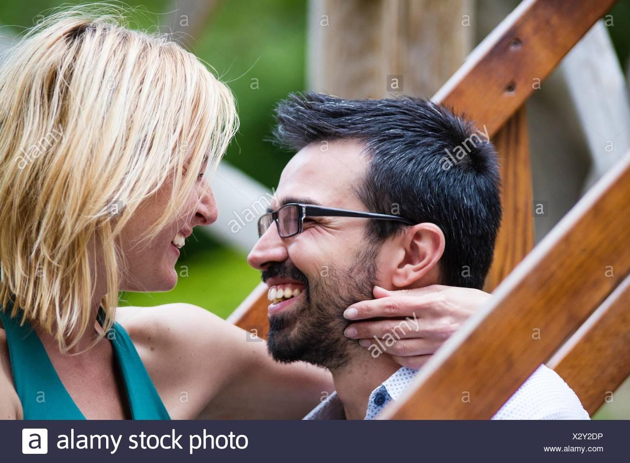 Nahaufnahme von ein paar Romancing Stockbild
