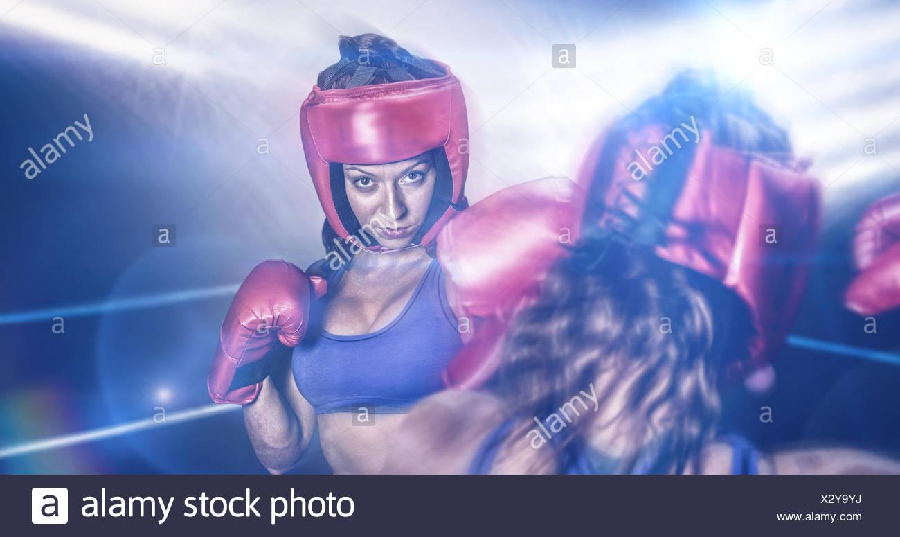 Zusammengesetztes Bild der Rückansicht der Kämpfer, die Muskeln Stockbild