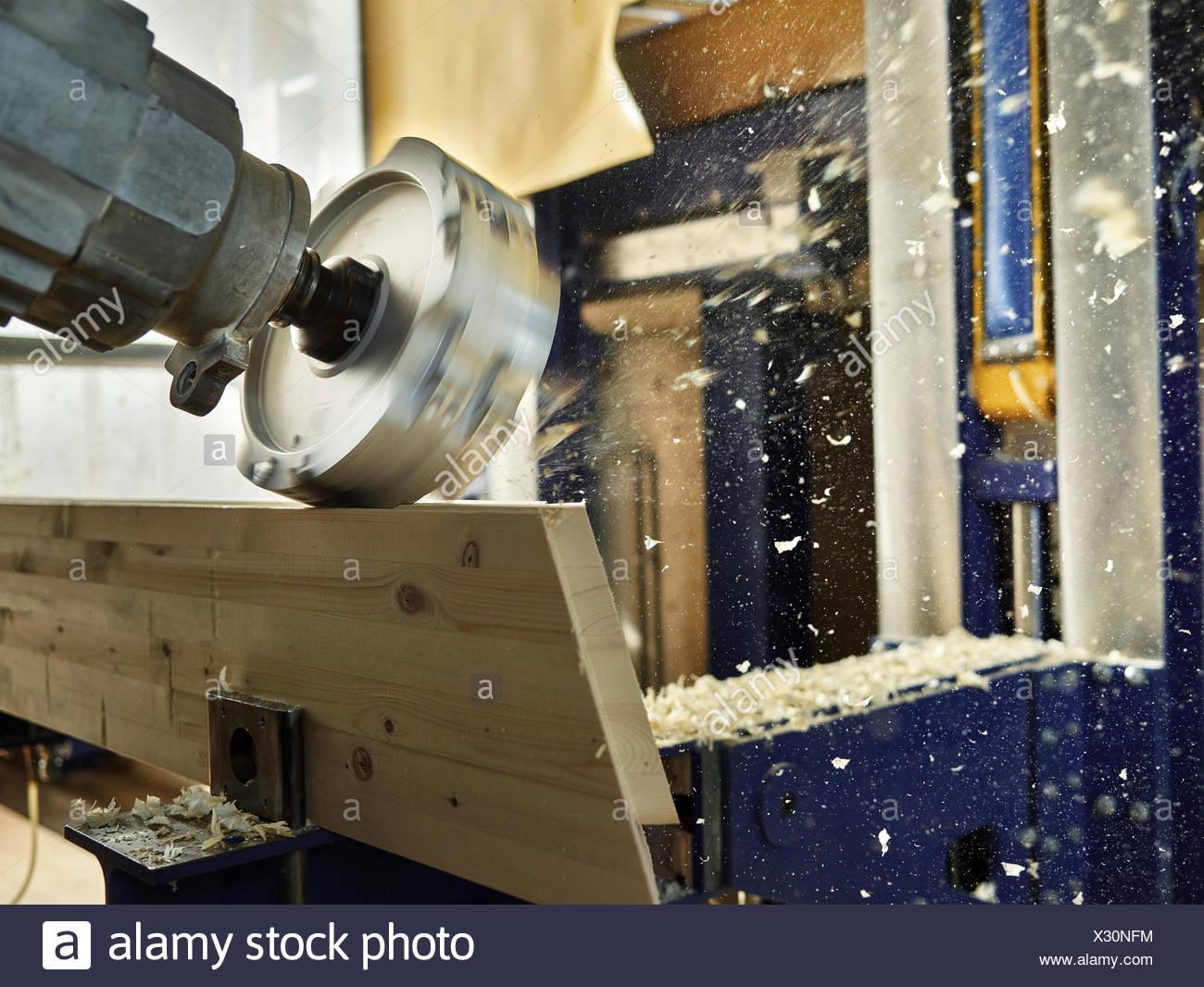 Holz Fräsmaschine Gestaltung ein Holzbrett, Österreich Stockfoto