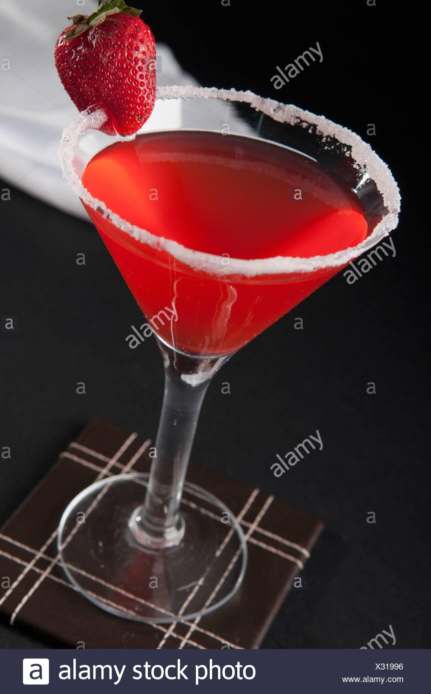 Erhöhte Ansicht einer Erdbeere cocktail Stockbild