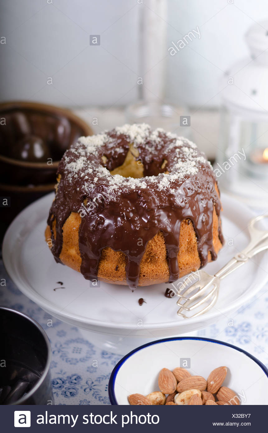 Ring Kuchen Mit Schokoladenglasur Stockfoto Bild 277263147 Alamy