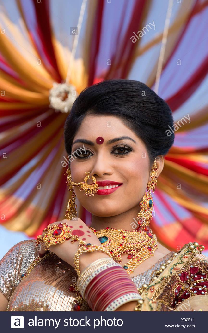 Beste Brautkleider Für Indische Bräute Bilder - Hochzeit Kleid Stile ...