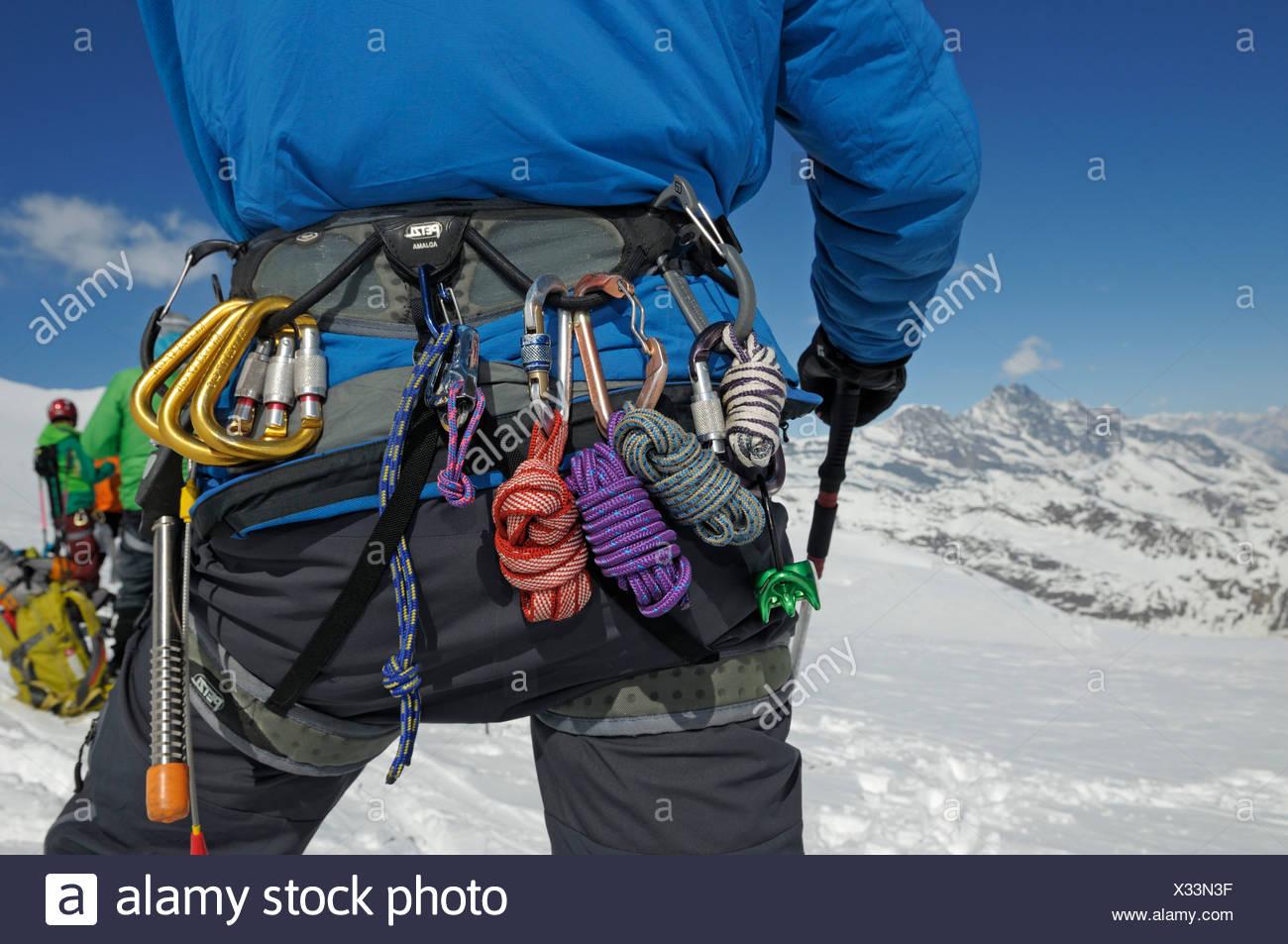 Kletterausrüstung Berlin : Gletscher die kletterausrüstung an einem gürtel zermatt wallis