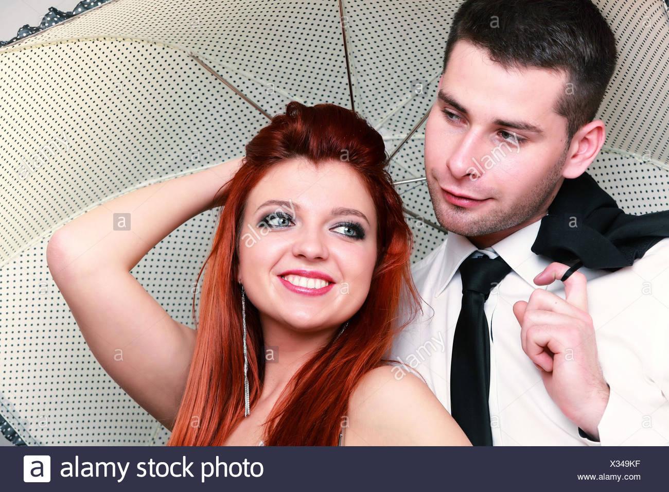 Tag Der Hochzeit Portrat Von Glucklich Verheiratetes Paar Roten