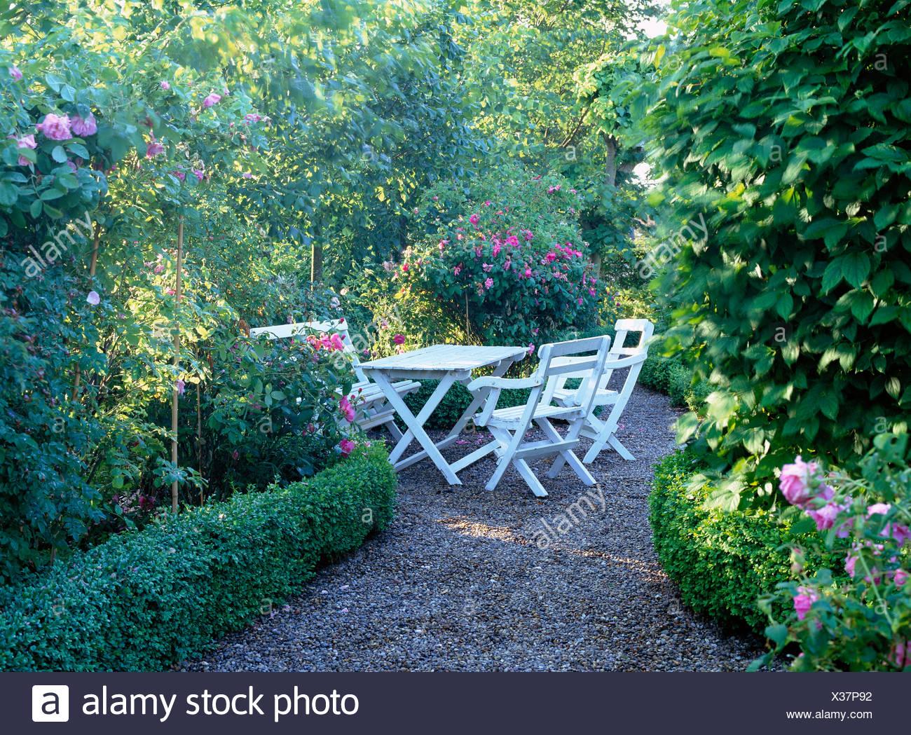 Gartenmöbel In Einem Garten Skane Schweden Stockfoto Bild