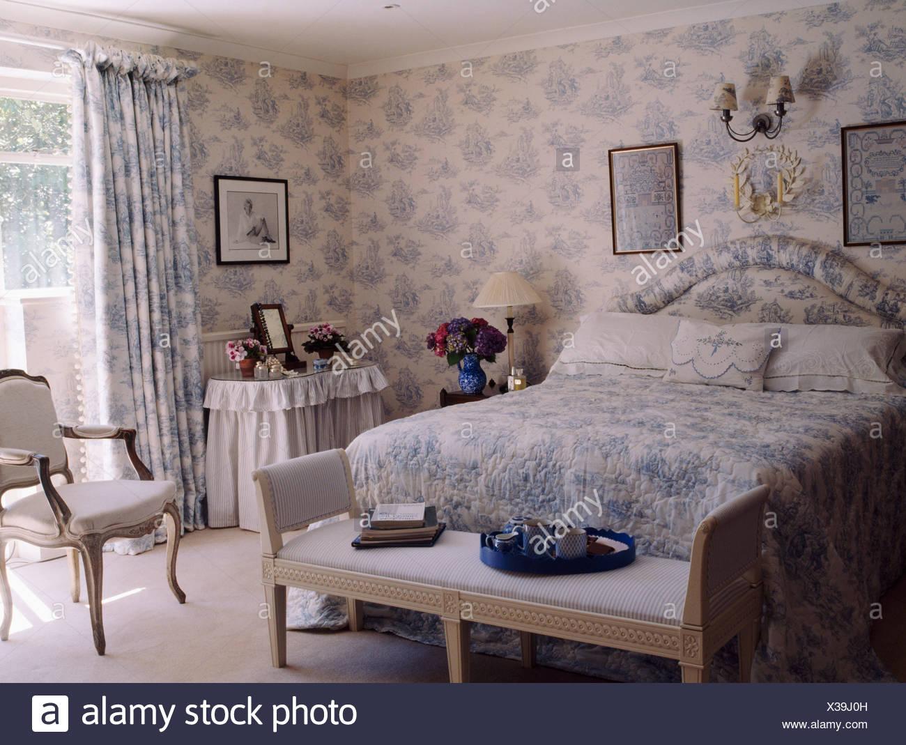 Blau Weiß Toile De Jouy Tapete Mit Passenden Vorhänge Und