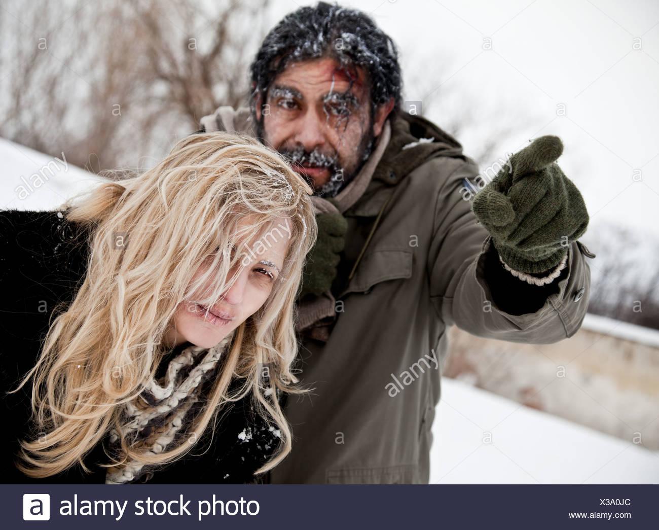 gefrorene verloren paar Winter Kampf Stockbild