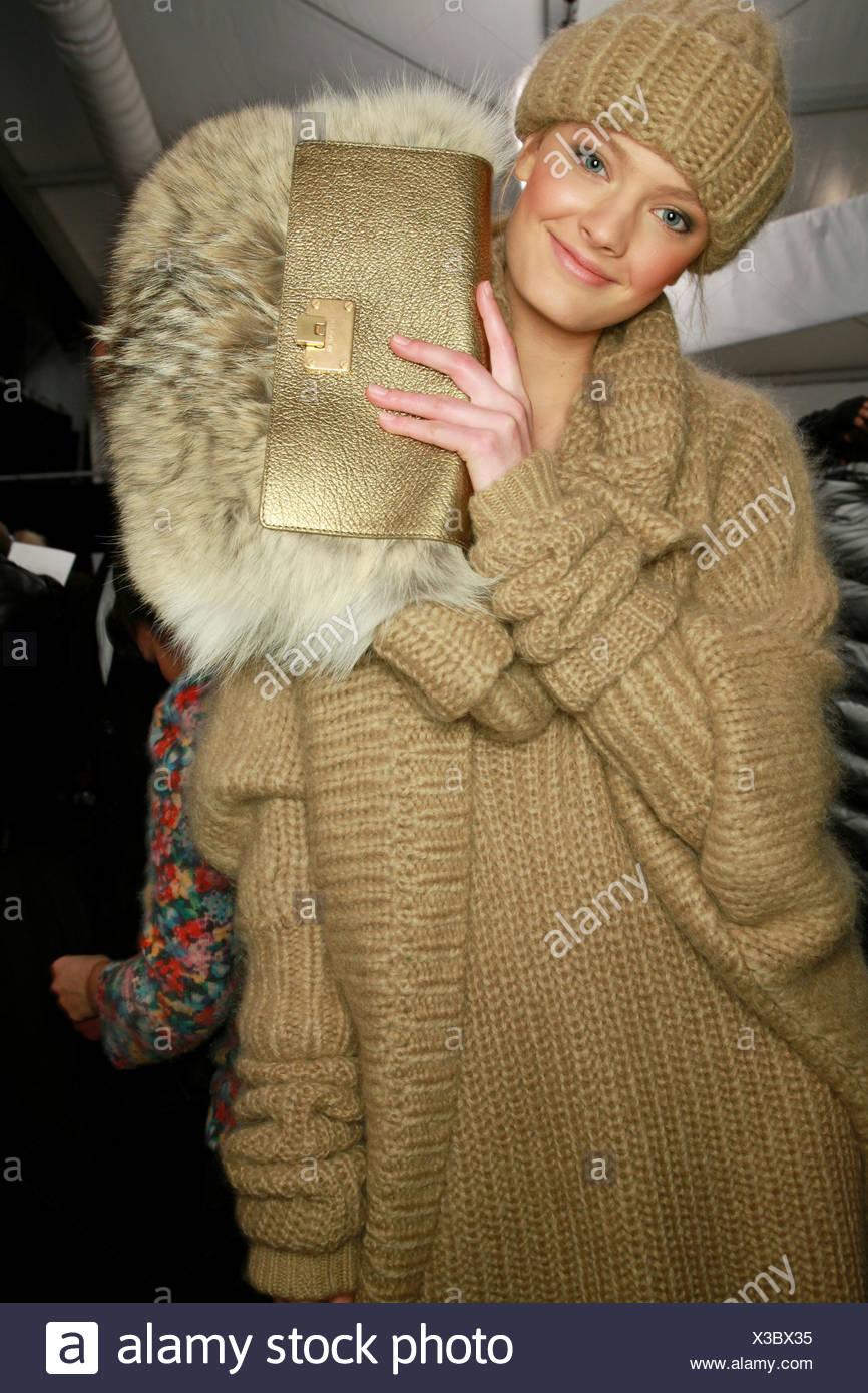 Michael Kors New York Backstage Herbst Wintermodell tragen
