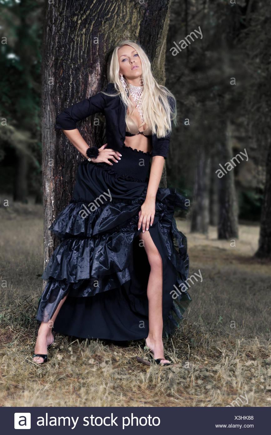 Kleid Alamy Schwarzen In StockfotoBild277598168 Blondine wPk8n0OX