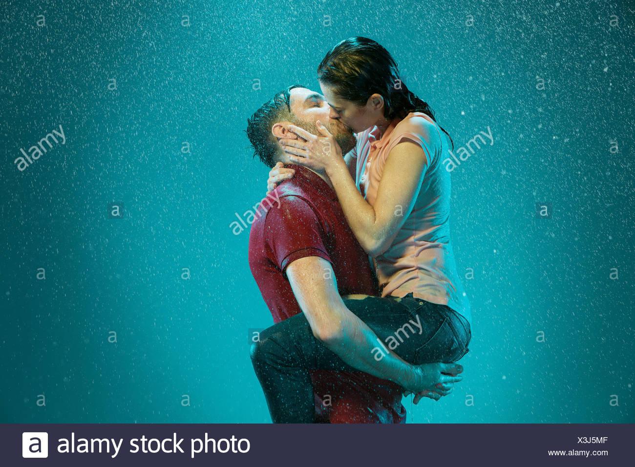 Das Liebespaar im Regen Stockfoto, Bild: 277609487 - Alamy