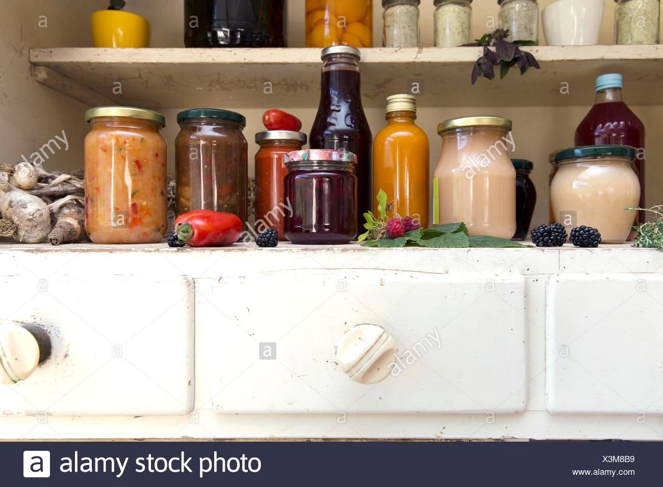 Kitchen Cabinet Stockfotos & Kitchen Cabinet Bilder - Alamy