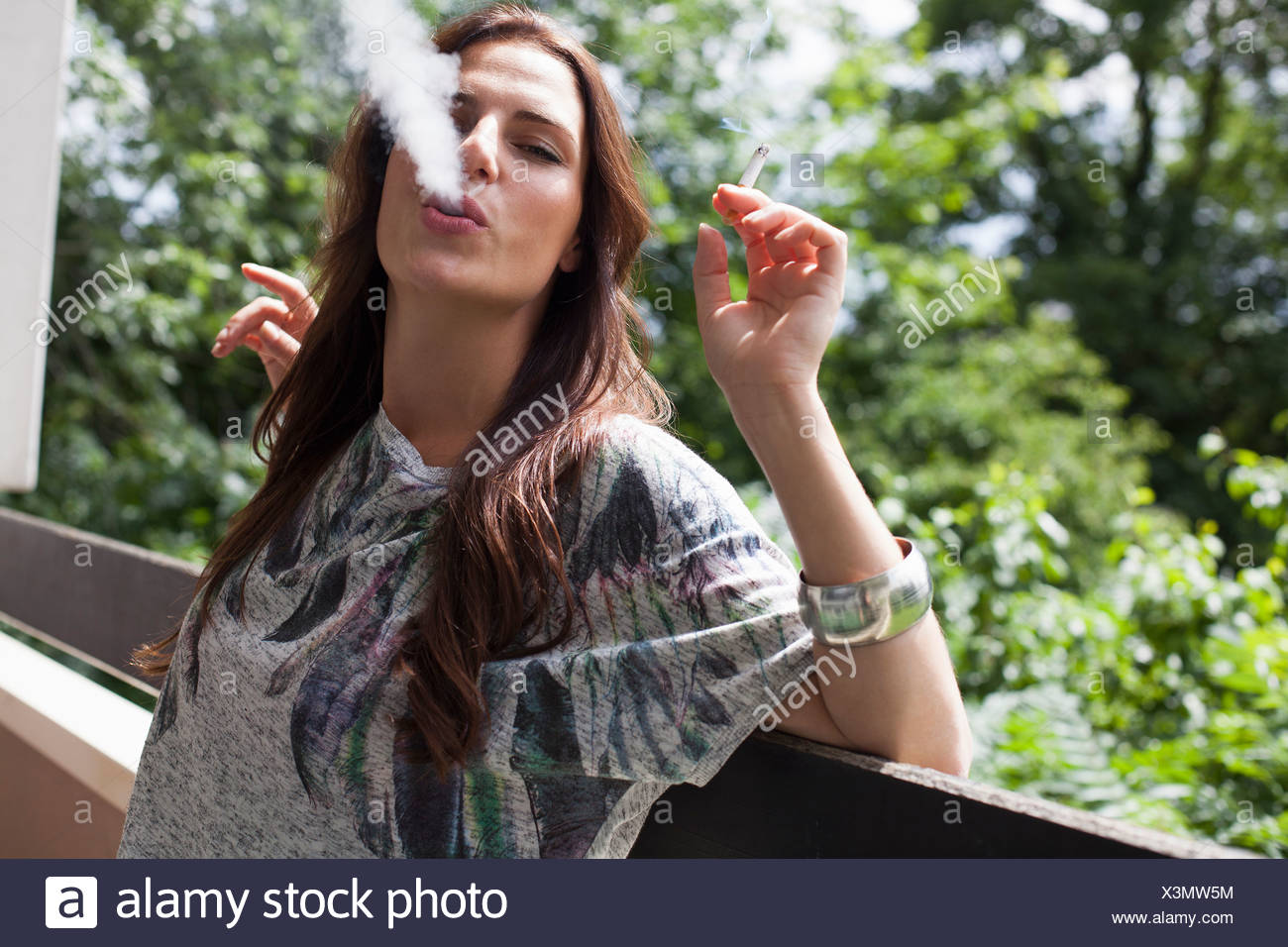 young woman smoking cigarette on stockfotos young woman smoking cigarette on bilder alamy. Black Bedroom Furniture Sets. Home Design Ideas