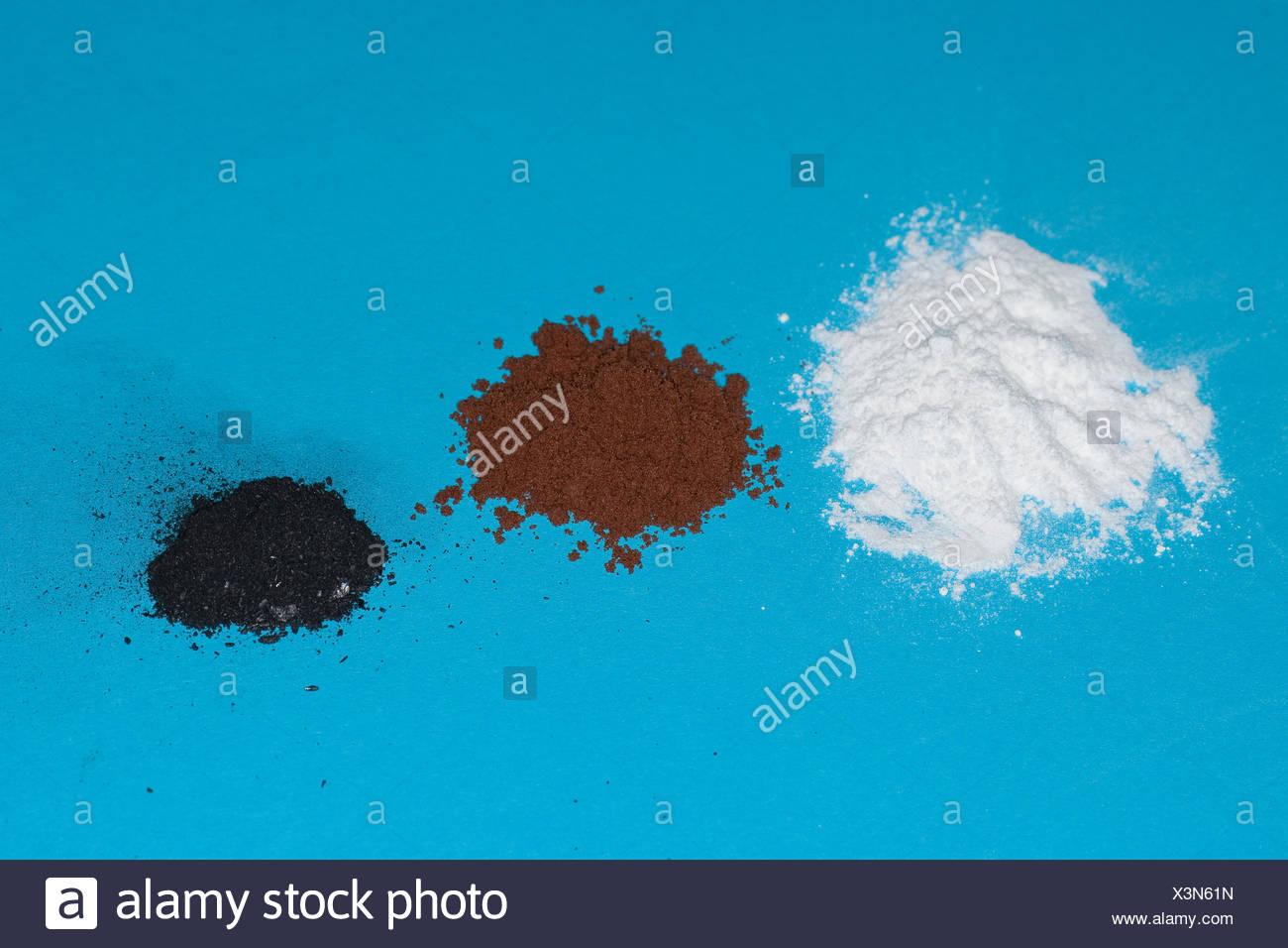 Material für Fingerabdrücken: Pulver, Kakaopulver, Graphit vom Bleistift Stockbild