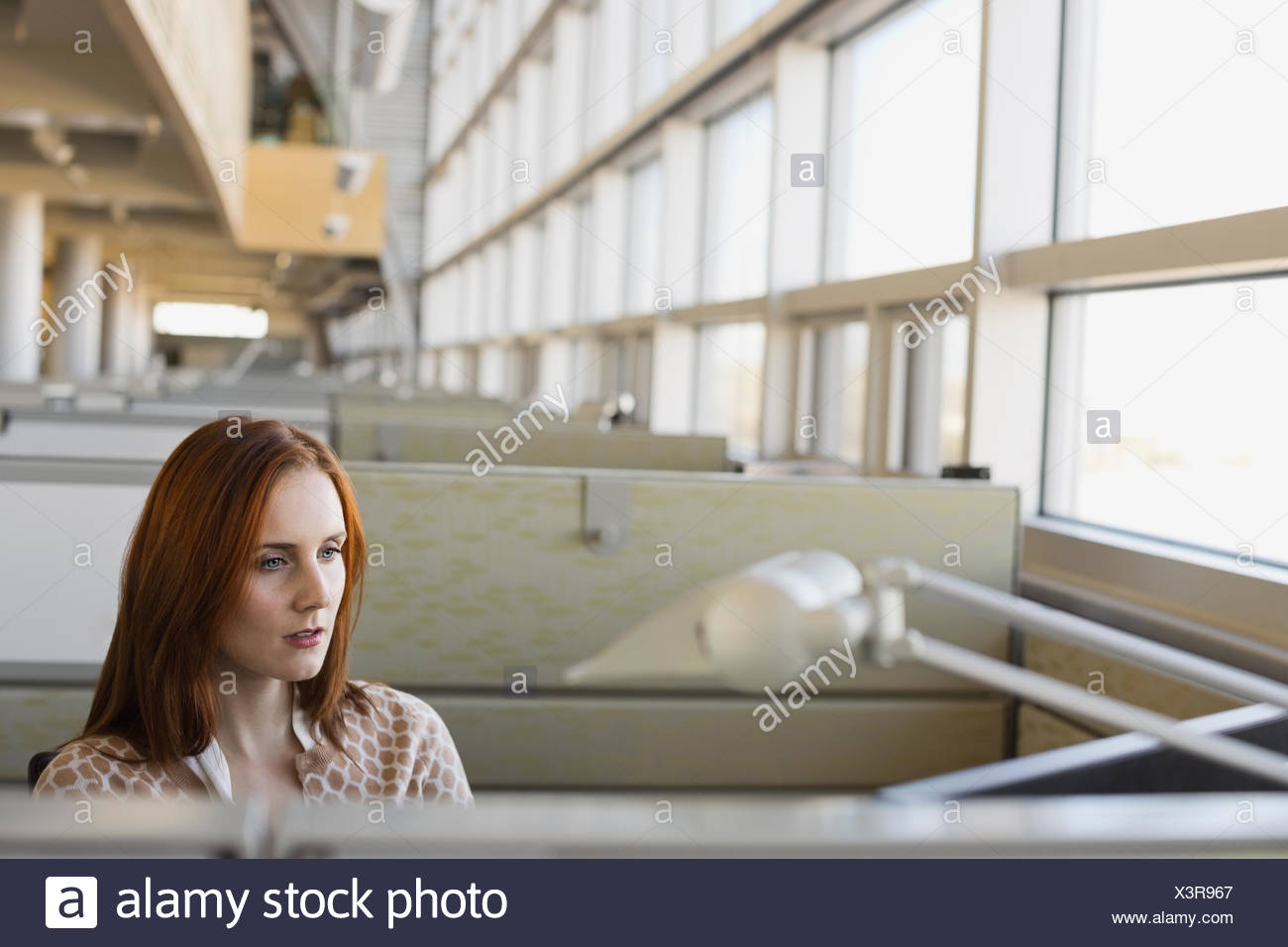 Geschaftsfrau Die Im Buro Arbeiten Stockfoto Bild 277721983 Alamy