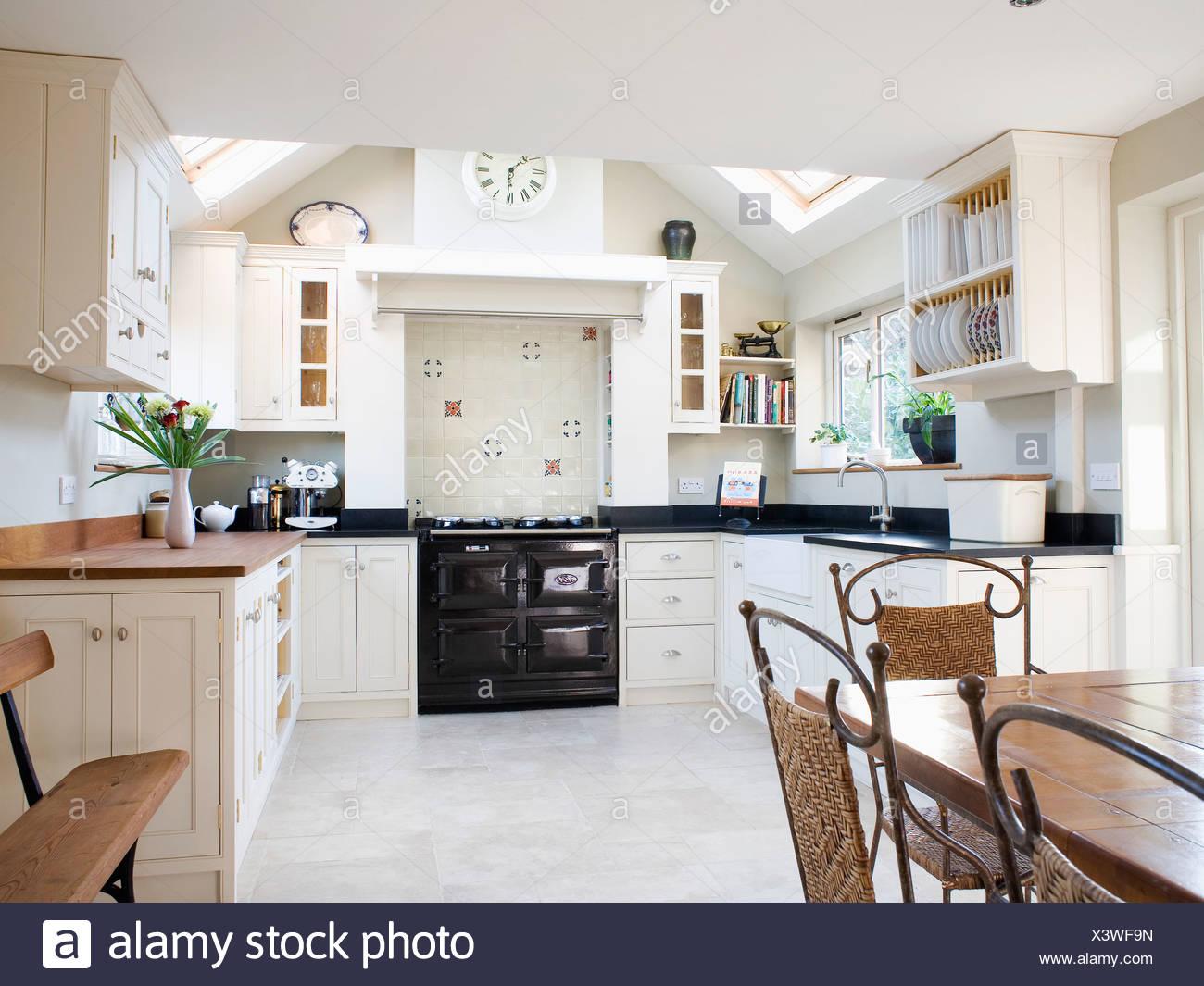 Schwarz-Aga-Ofen in modernen Creme Küche Esszimmer Erweiterung mit ...