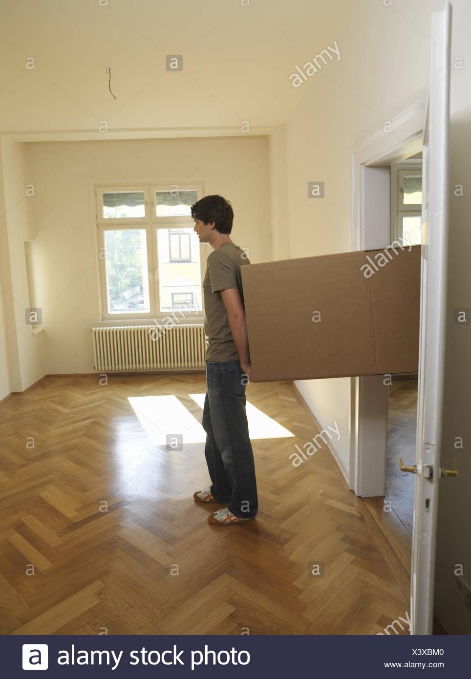 Zimmer Leer Mann Jung Prozession Pappe Carry Wohnung Zimmer
