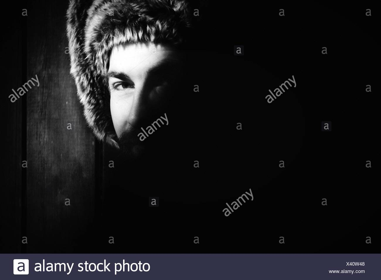 Porträt des Mannes mit Fell Kapaun Kopf Stockbild