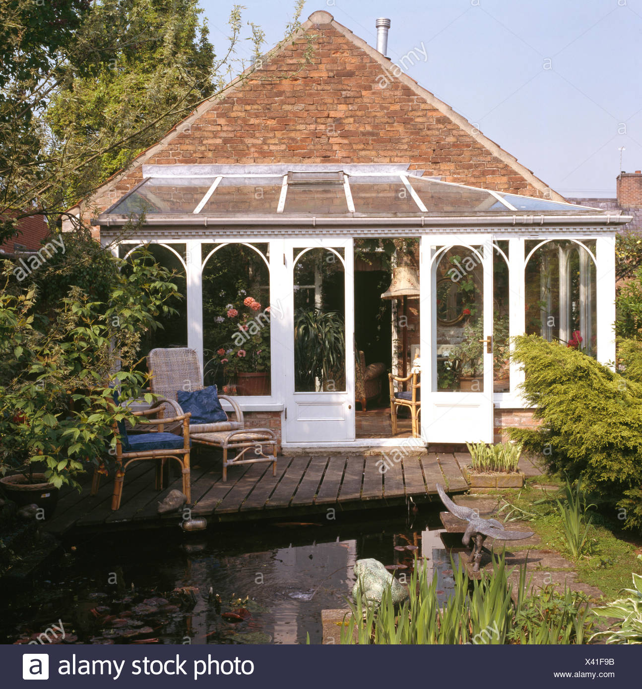Haus Mit Wintergarten Erweiterung Fuhrt Zu Geschmuckt Terrasse Neben