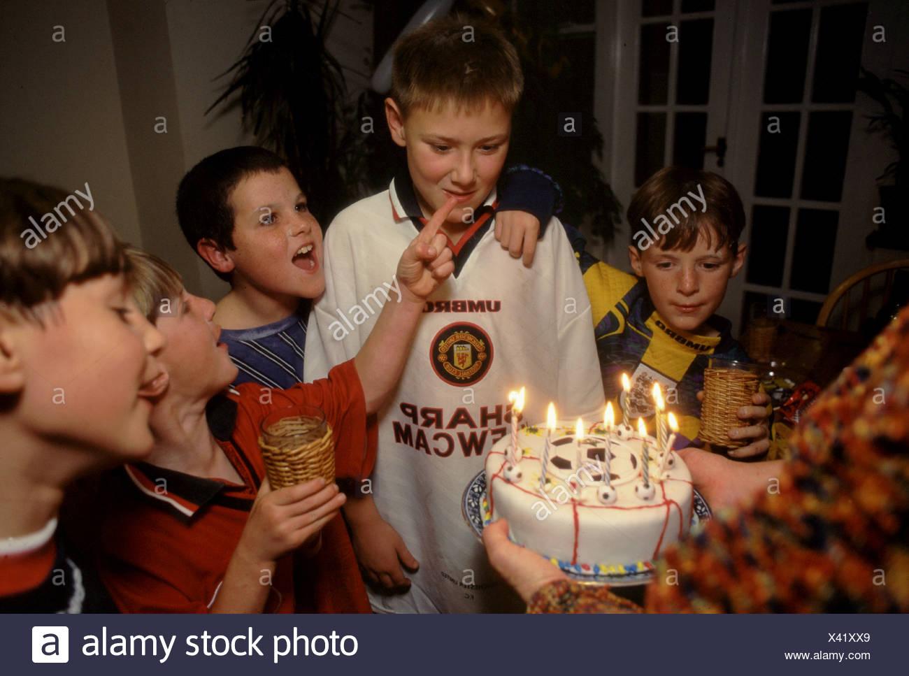 Geburtstagstorte Auf Junge S 10 Geburtstagsparty Stockfoto Bild