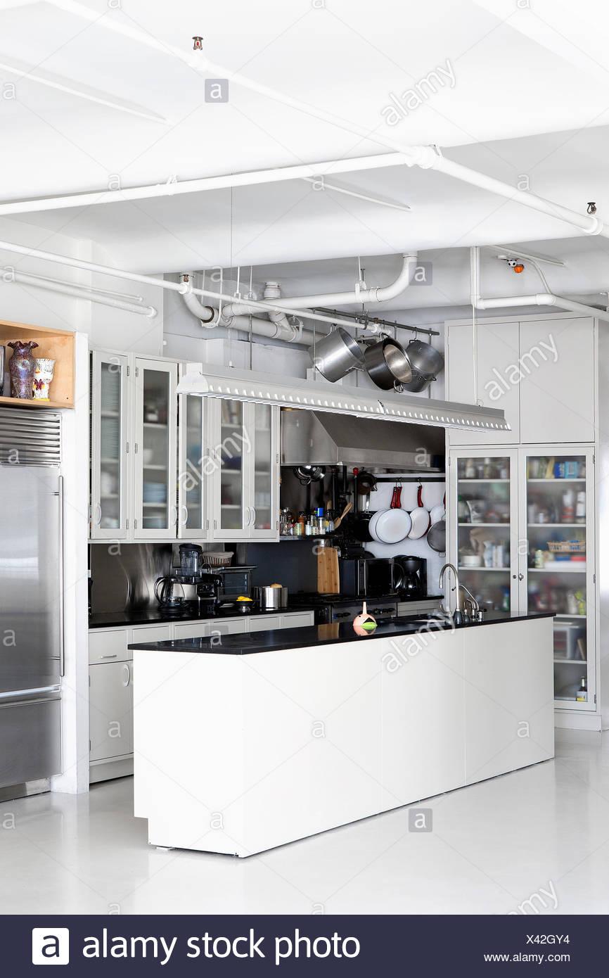 Moderne offene Küche im loft Stockfoto, Bild: 277881720 - Alamy