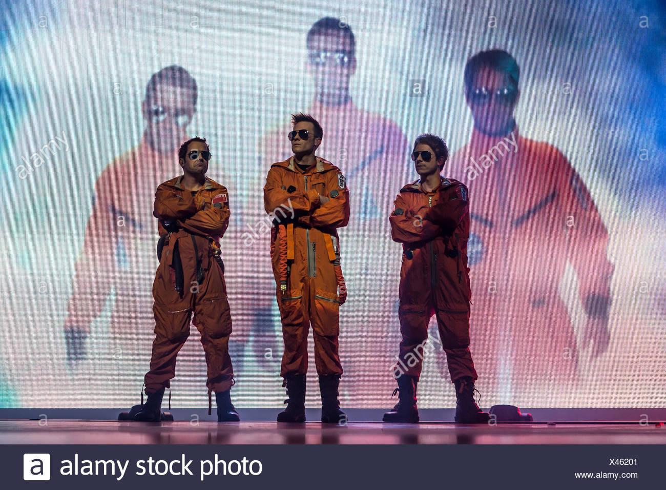 drei Männer in Anzügen spaceman Stockbild