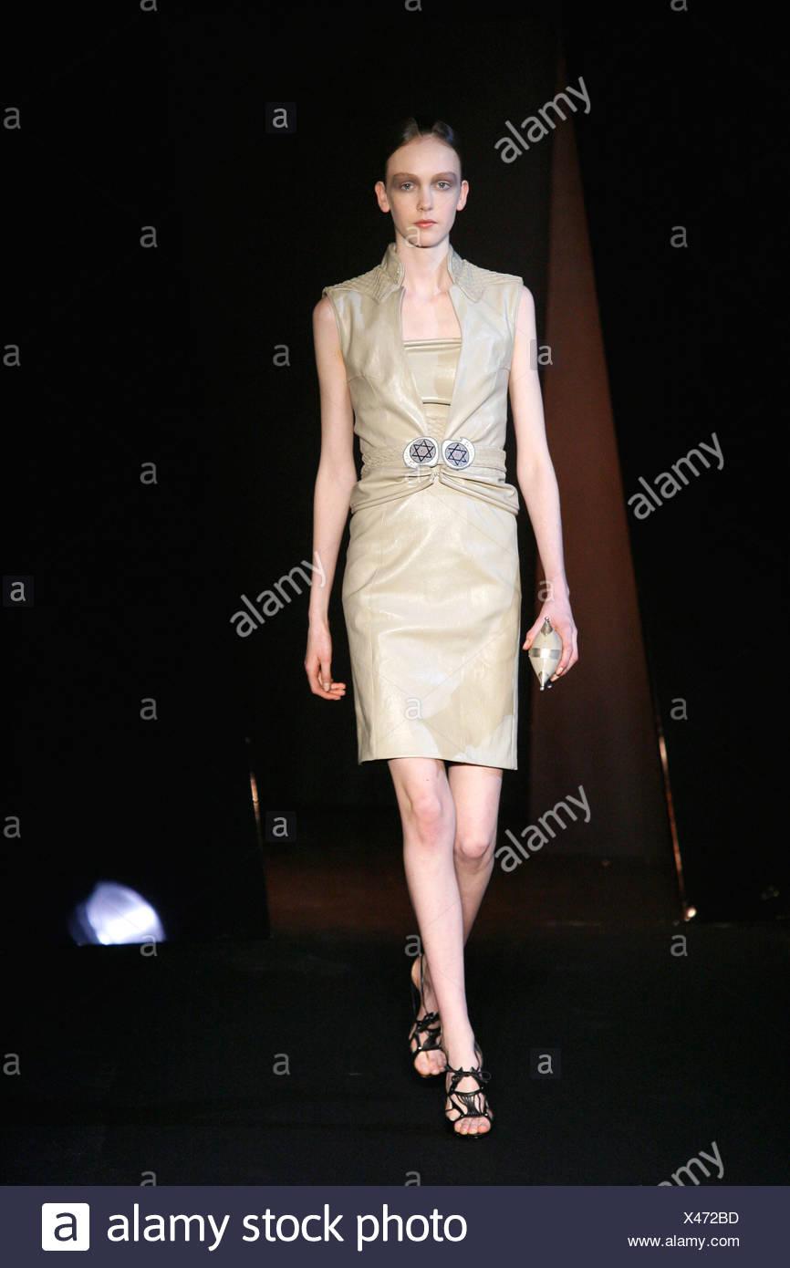 Ungewöhnlich Jacke Mit Cocktail Kleid Zu Tragen Fotos - Brautkleider ...