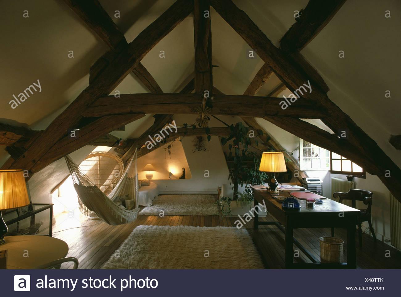 Brennenden Lampen Und Weisses Schaffell Teppiche Und Hangematte In