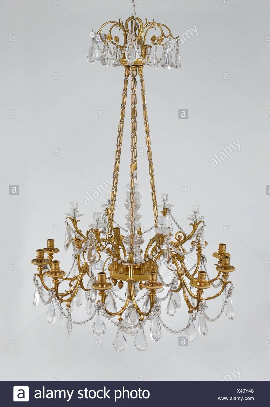 18 Licht Kronleuchter. Datum: Ca. 1790; Kultur: Französisch; Medium:  Vergoldeter Bronze, Bergkristall; Abmessungen: Höhe: 58 In. (147,3 Cm);  Durchmesser: 37
