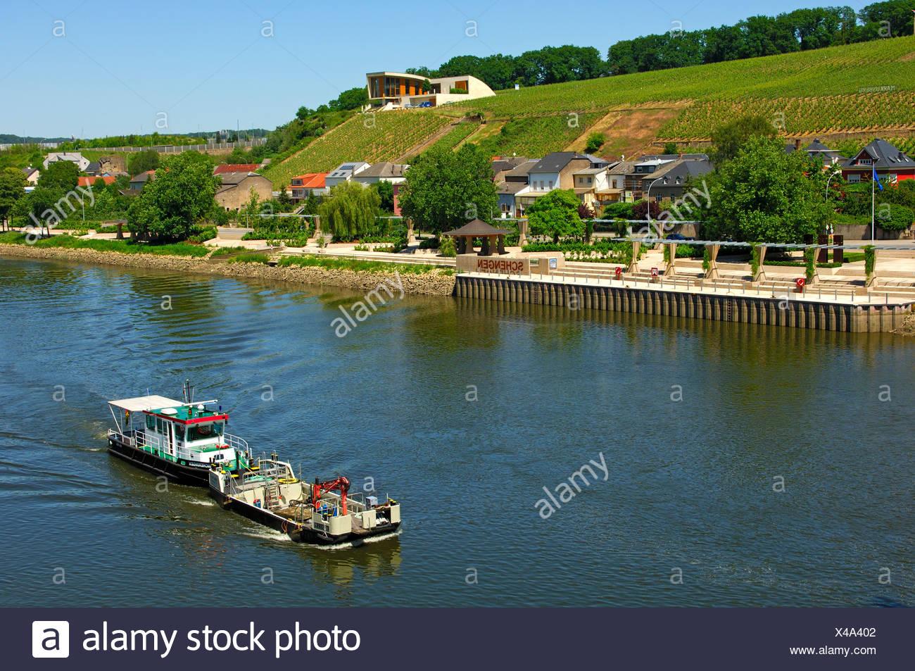 Mosel Mit Pier Und Weinberge, Schengen, Luxemburg, Europa Stockbild